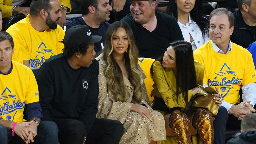 Beyonce throws shade at woman talking to Jay Z